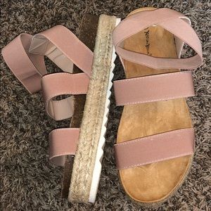 BRAND NEW Nature Breeze Blush Platform Sandals (8)